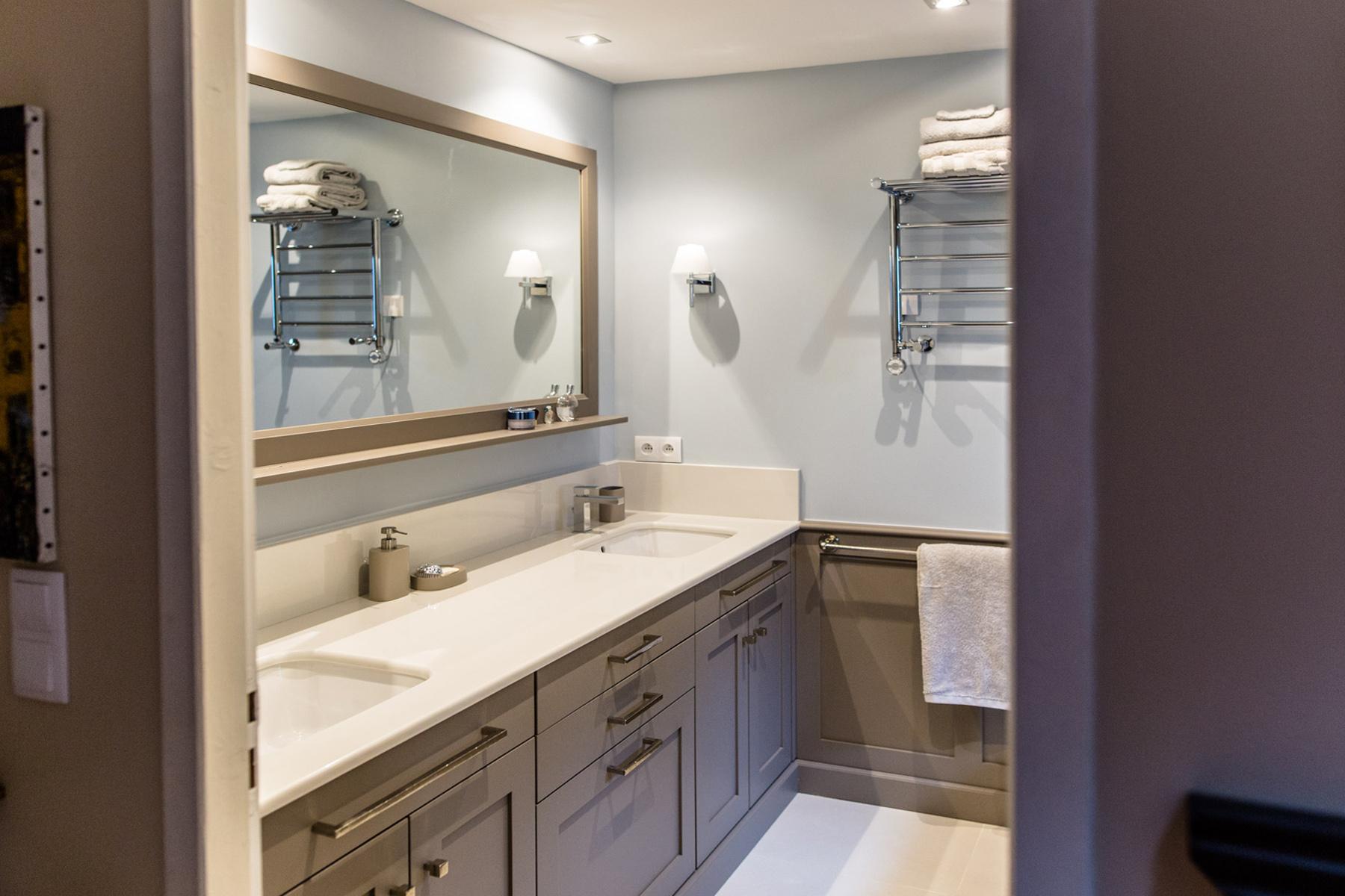 Meuble de salle de bains en médium laqué Valencay